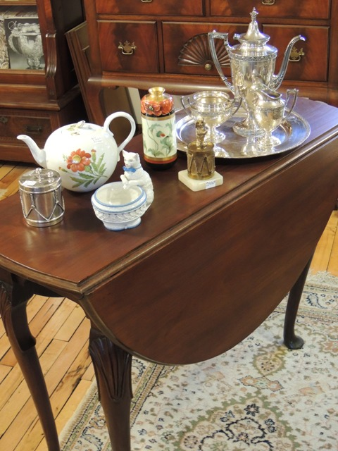 %name Queen Anne Drop Leaf Coffee Table